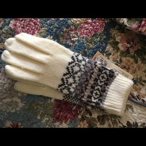 isotoner Accessories - Isotoner gloves for women NWT